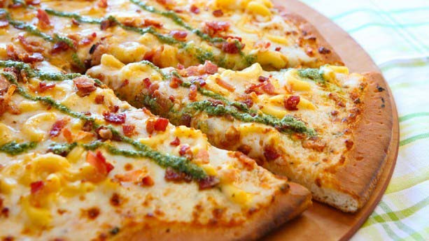 DL-Bacon-Mac-Cheese-Pizza