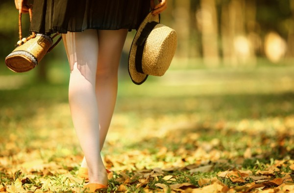 legs-bag-hat-autumn-girl-mood-600x395