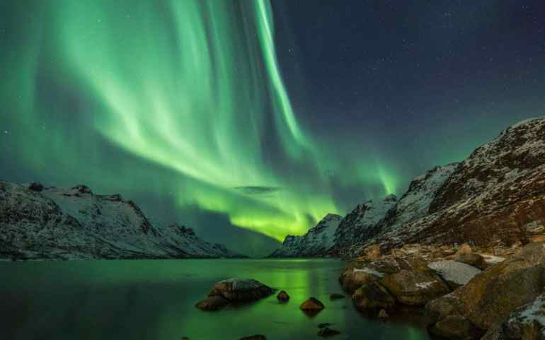 norway-tromso-northern-lights-xlarge