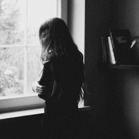 a483dcd1bbc36a564208fea1e39f681f-beautiful-people-photography-girl-sad-photography