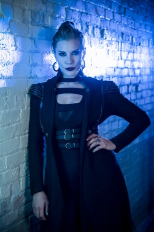 """The Flash -- """"Girls Night Out"""" -- Image Number: FLA405c_0258b.jpg -- Pictured: Katee Sackoff as Amunet Black -- Photo: Jeff Weddell/The CW -- © 2017 The CW Network, LLC. All rights reserved."""